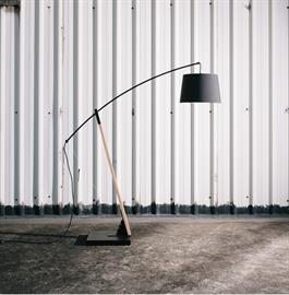 ARCHER is one of the brightest constellations in a summer night. The solid bow arm is constructed with beech. The bowstring is conveniently created for easy adjustment in the lamp's arm. The ARCHER is available in two floor sizes. Its base is solidly constructed with metal. With ingenuity and technique, the wires are concealed within the wooden body.