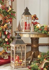 A cinnamon and cranberry color palette brings warmth and comfort to the season with traditional holiday baking spices, pinecones and natural gingerbread.