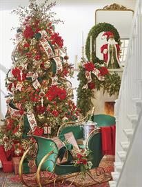 Champagne, poinsettias & holly patterns create the feeling of warmhearted Christmas Eve gatherings.