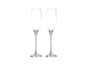 These beautiful champagne flutes will be a great gift for a bridal shower or anytime.